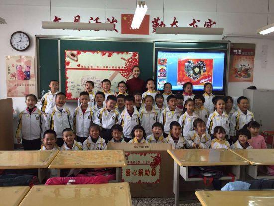 继红小学师生为贫困山区儿童捐赠衣物