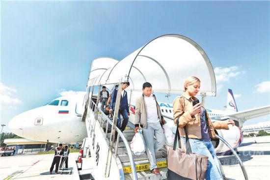 莫斯科直飞哈尔滨的u6855次航班安全降落