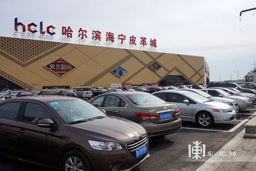 哈尔滨海宁皮革城查处疑似仿冒品打造龙江诚信市场典范